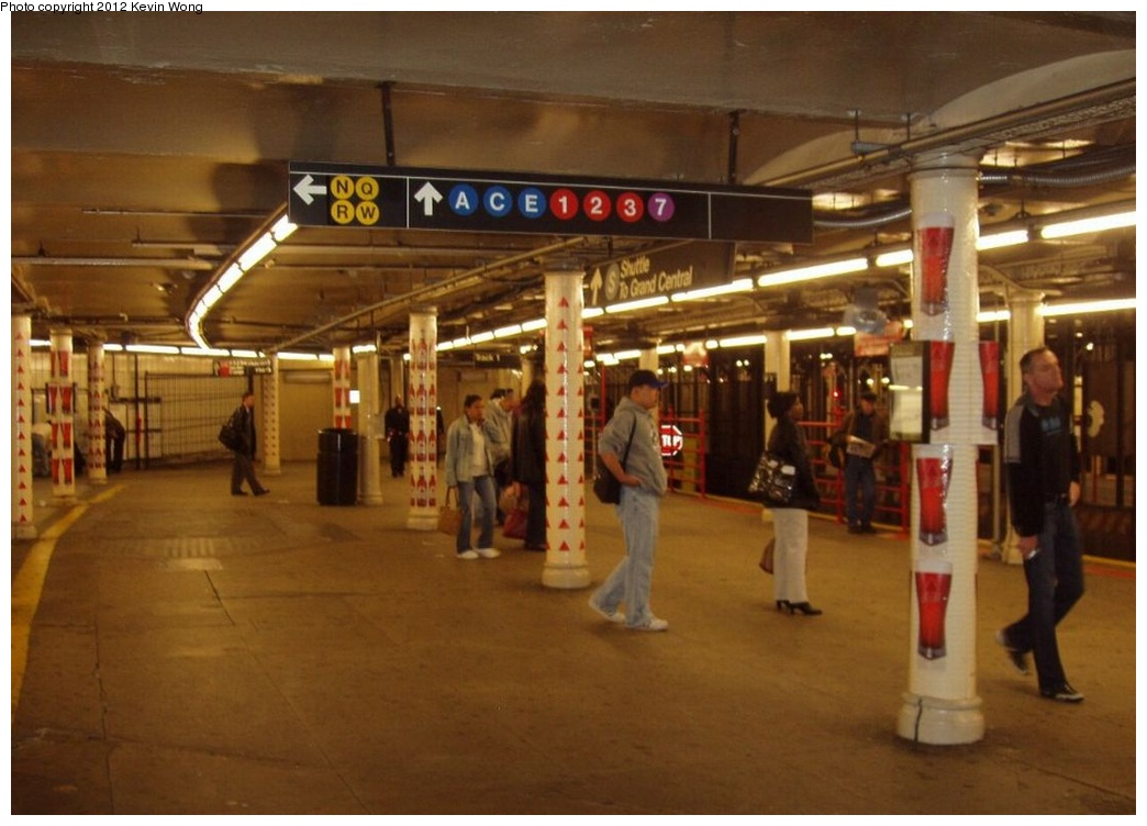 (223k, 1044x752)<br><b>Country:</b> United States<br><b>City:</b> New York<br><b>System:</b> New York City Transit<br><b>Line:</b> IRT Times Square-Grand Central Shuttle<br><b>Location:</b> Times Square <br><b>Photo by:</b> Kevin Wong<br><b>Date:</b> 10/17/2006<br><b>Viewed (this week/total):</b> 8 / 1315