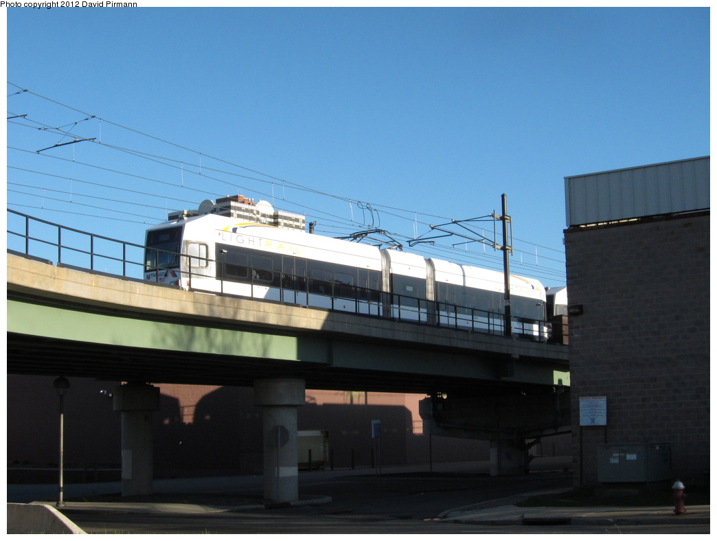 (232k, 1044x788)<br><b>Country:</b> United States<br><b>City:</b> Jersey City, NJ<br><b>System:</b> Hudson Bergen Light Rail<br><b>Location:</b> Between Newport & Hoboken <br><b>Car:</b> NJT-HBLR LRV (Kinki-Sharyo, 1998-99)  2004 <br><b>Photo by:</b> David Pirmann<br><b>Date:</b> 4/2/2012<br><b>Viewed (this week/total):</b> 0 / 60