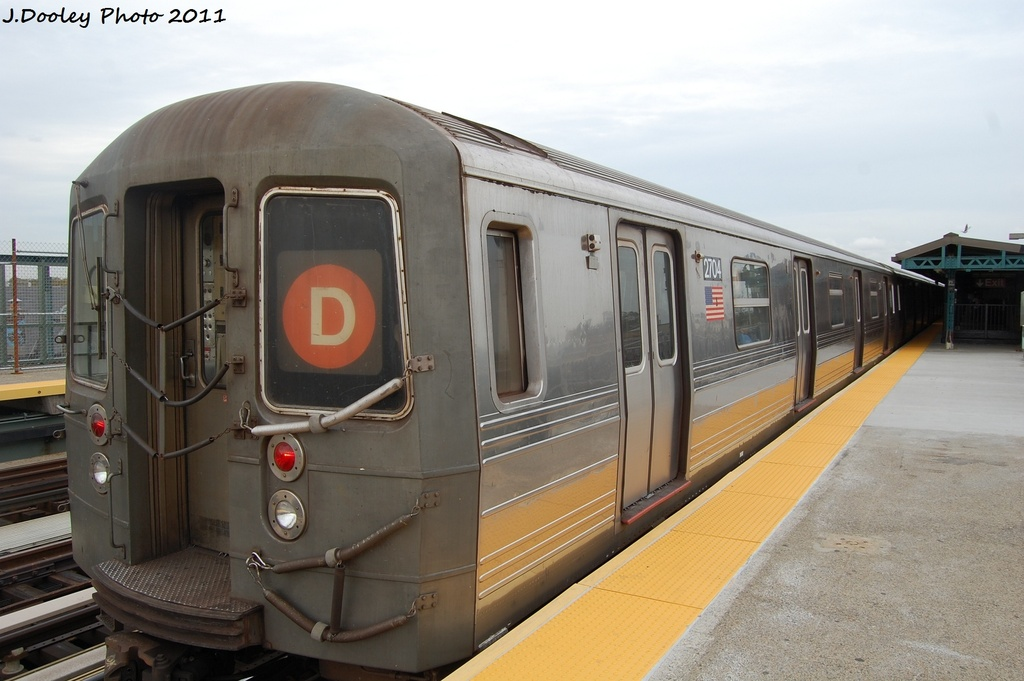 (255k, 1024x681)<br><b>Country:</b> United States<br><b>City:</b> New York<br><b>System:</b> New York City Transit<br><b>Line:</b> BMT West End Line<br><b>Location:</b> 71st Street <br><b>Route:</b> D<br><b>Car:</b> R-68 (Westinghouse-Amrail, 1986-1988)  2704 <br><b>Photo by:</b> John Dooley<br><b>Date:</b> 10/12/2011<br><b>Viewed (this week/total):</b> 1 / 171