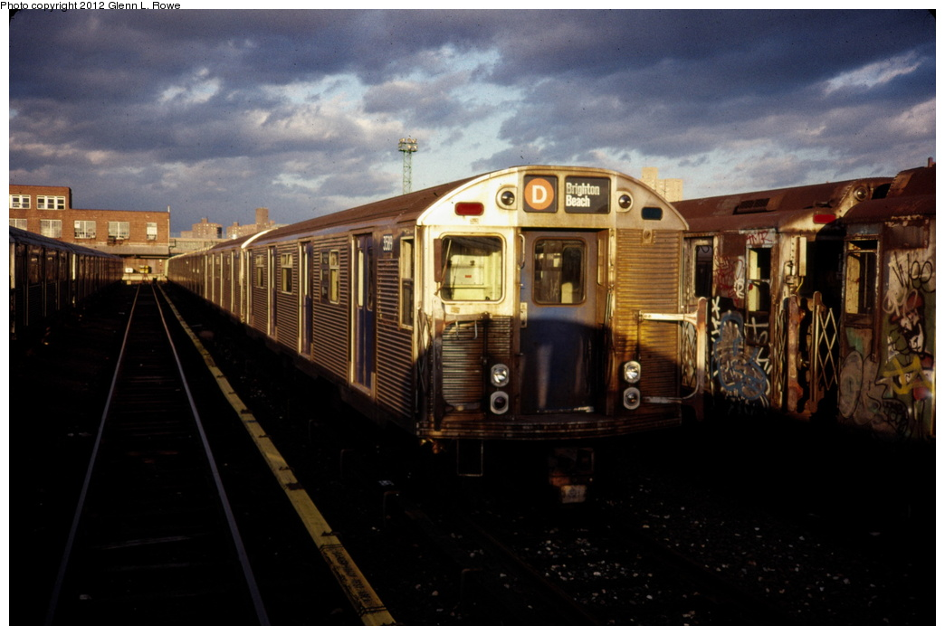 (231k, 1044x702)<br><b>Country:</b> United States<br><b>City:</b> New York<br><b>System:</b> New York City Transit<br><b>Location:</b> 207th Street Yard<br><b>Car:</b> R-32 (Budd, 1964)  3589/3588 <br><b>Photo by:</b> Glenn L. Rowe<br><b>Date:</b> 3/1989<br><b>Viewed (this week/total):</b> 2 / 1139