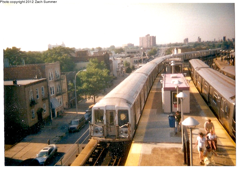 (256k, 820x581)<br><b>Country:</b> United States<br><b>City:</b> New York<br><b>System:</b> New York City Transit<br><b>Location:</b> Coney Island/Stillwell Avenue<br><b>Route:</b> B<br><b>Car:</b> R-40 (St. Louis, 1968)   <br><b>Photo by:</b> Zach Summer<br><b>Date:</b> 7/21/2001<br><b>Notes:</b> Last day of 6th Ave/West End B service; Manhattan Bridge closure takes place the next day.<br><b>Viewed (this week/total):</b> 0 / 687
