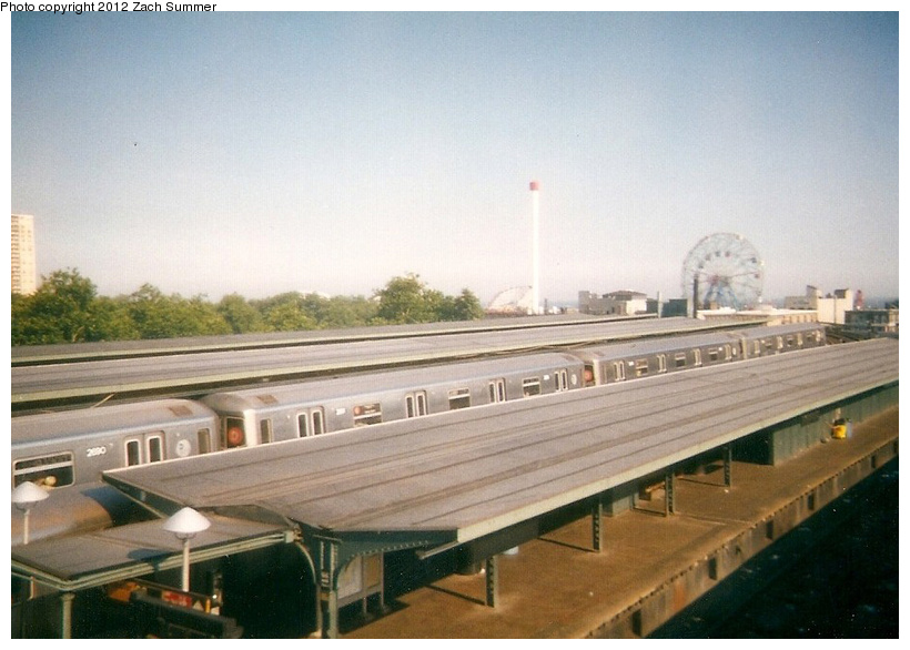 (212k, 820x586)<br><b>Country:</b> United States<br><b>City:</b> New York<br><b>System:</b> New York City Transit<br><b>Location:</b> Coney Island/Stillwell Avenue<br><b>Route:</b> D<br><b>Car:</b> R-68 (Westinghouse-Amrail, 1986-1988)  2680 <br><b>Photo by:</b> Zach Summer<br><b>Date:</b> 7/21/2001<br><b>Notes:</b> Last Day of Brighton Line (D) Service; Manhattan Bridge Closure takes place the following day.<br><b>Viewed (this week/total):</b> 0 / 712
