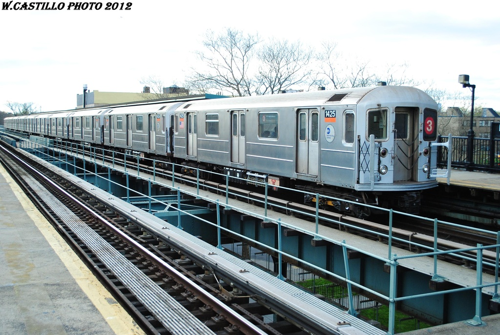 (341k, 1024x687)<br><b>Country:</b> United States<br><b>City:</b> New York<br><b>System:</b> New York City Transit<br><b>Line:</b> IRT Brooklyn Line<br><b>Location:</b> Rockaway Avenue <br><b>Route:</b> 3<br><b>Car:</b> R-62 (Kawasaki, 1983-1985)  1425 <br><b>Photo by:</b> Wilfredo Castillo<br><b>Date:</b> 3/29/2012<br><b>Viewed (this week/total):</b> 4 / 397