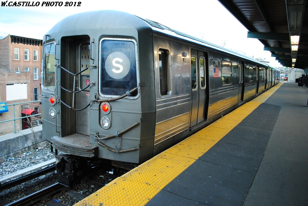 (304k, 1024x687)<br><b>Country:</b> United States<br><b>City:</b> New York<br><b>System:</b> New York City Transit<br><b>Line:</b> BMT Franklin<br><b>Location:</b> Franklin Avenue <br><b>Route:</b> Franklin Shuttle<br><b>Car:</b> R-68 (Westinghouse-Amrail, 1986-1988)  2918 <br><b>Photo by:</b> Wilfredo Castillo<br><b>Date:</b> 3/29/2012<br><b>Viewed (this week/total):</b> 0 / 375