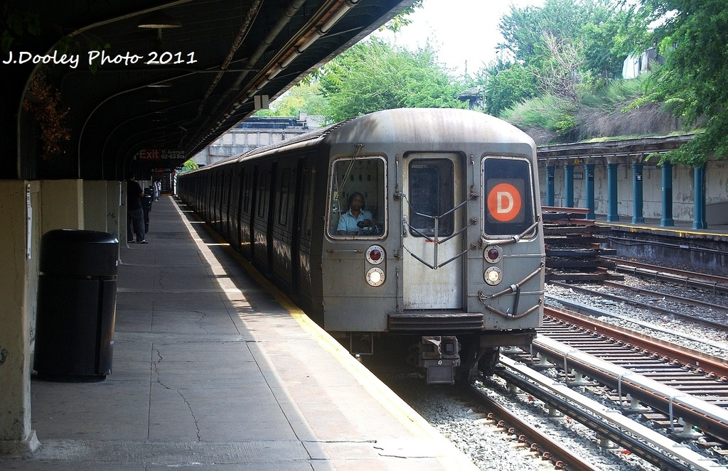 (381k, 1024x663)<br><b>Country:</b> United States<br><b>City:</b> New York<br><b>System:</b> New York City Transit<br><b>Line:</b> BMT Sea Beach Line<br><b>Location:</b> Fort Hamilton Parkway <br><b>Route:</b> D reroute<br><b>Car:</b> R-68 (Westinghouse-Amrail, 1986-1988)  2768 <br><b>Photo by:</b> John Dooley<br><b>Date:</b> 7/23/2011<br><b>Viewed (this week/total):</b> 0 / 163