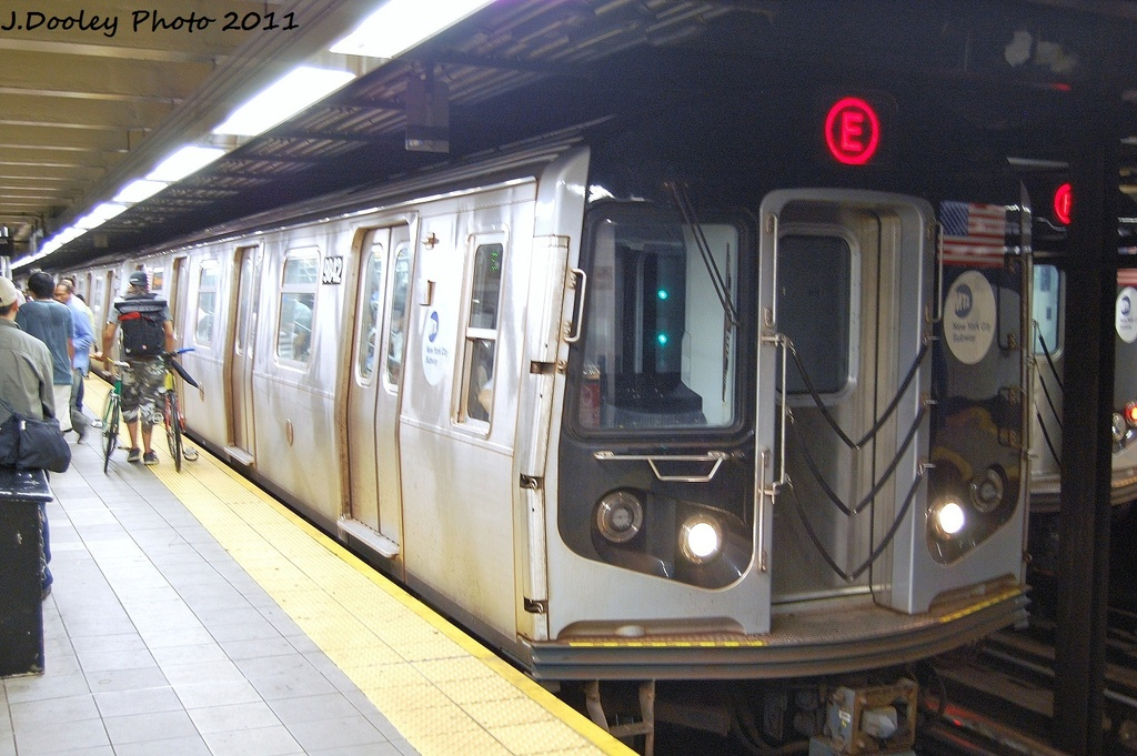 (336k, 1024x681)<br><b>Country:</b> United States<br><b>City:</b> New York<br><b>System:</b> New York City Transit<br><b>Line:</b> IND Queens Boulevard Line<br><b>Location:</b> Roosevelt Avenue <br><b>Route:</b> E<br><b>Car:</b> R-160B (Option 2) (Kawasaki, 2009)  9842 <br><b>Photo by:</b> John Dooley<br><b>Date:</b> 9/6/2011<br><b>Viewed (this week/total):</b> 1 / 572