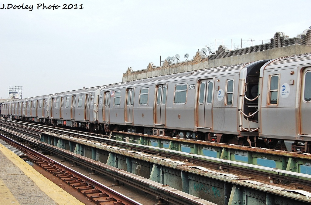 (345k, 1024x676)<br><b>Country:</b> United States<br><b>City:</b> New York<br><b>System:</b> New York City Transit<br><b>Line:</b> BMT Culver Line<br><b>Location:</b> Ditmas Avenue <br><b>Route:</b> F<br><b>Car:</b> R-160B (Option 2) (Kawasaki, 2009)  9937 <br><b>Photo by:</b> John Dooley<br><b>Date:</b> 12/5/2011<br><b>Viewed (this week/total):</b> 1 / 349