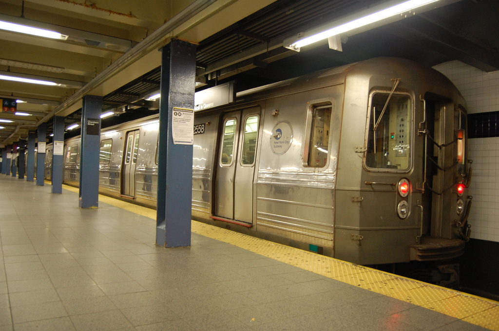 (313k, 1024x681)<br><b>Country:</b> United States<br><b>City:</b> New York<br><b>System:</b> New York City Transit<br><b>Line:</b> IND 8th Avenue Line<br><b>Location:</b> Chambers Street/World Trade Center <br><b>Route:</b> D reroute<br><b>Car:</b> R-68 (Westinghouse-Amrail, 1986-1988)  2558 <br><b>Photo by:</b> John Dooley<br><b>Date:</b> 3/28/2012<br><b>Viewed (this week/total):</b> 0 / 328