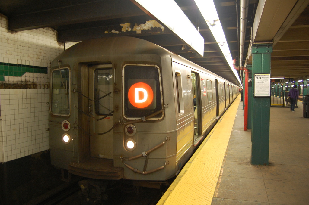 (302k, 1024x681)<br><b>Country:</b> United States<br><b>City:</b> New York<br><b>System:</b> New York City Transit<br><b>Line:</b> IND 8th Avenue Line<br><b>Location:</b> West 4th Street/Washington Square <br><b>Route:</b> D reroute<br><b>Car:</b> R-68 (Westinghouse-Amrail, 1986-1988)  2590 <br><b>Photo by:</b> John Dooley<br><b>Date:</b> 3/28/2012<br><b>Viewed (this week/total):</b> 3 / 855
