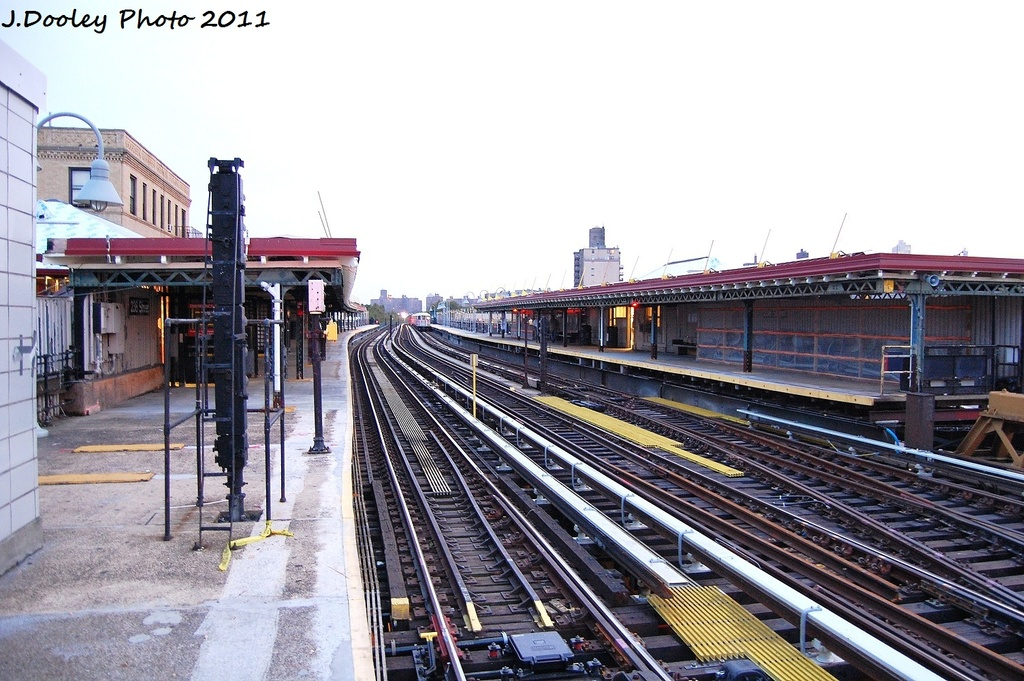 (345k, 1024x681)<br><b>Country:</b> United States<br><b>City:</b> New York<br><b>System:</b> New York City Transit<br><b>Line:</b> IRT West Side Line<br><b>Location:</b> 238th Street <br><b>Photo by:</b> John Dooley<br><b>Date:</b> 9/22/2011<br><b>Viewed (this week/total):</b> 3 / 1275
