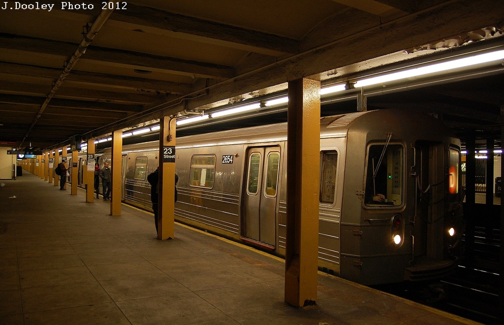 (298k, 1024x660)<br><b>Country:</b> United States<br><b>City:</b> New York<br><b>System:</b> New York City Transit<br><b>Line:</b> IND 8th Avenue Line<br><b>Location:</b> 23rd Street <br><b>Route:</b> D reroute<br><b>Car:</b> R-68 (Westinghouse-Amrail, 1986-1988)  2654 <br><b>Photo by:</b> John Dooley<br><b>Date:</b> 2/29/2012<br><b>Viewed (this week/total):</b> 0 / 206
