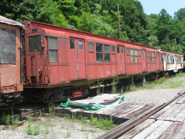 (80k, 600x450)<br><b>Country:</b> United States<br><b>City:</b> Kingston, NY<br><b>System:</b> Trolley Museum of New York <br><b>Car:</b> R-4 (American Car & Foundry, 1932-1933) 825 <br><b>Photo by:</b> Paul Polischuk<br><b>Date:</b> 8/2009<br><b>Viewed (this week/total):</b> 7 / 466