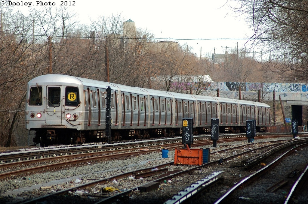 (428k, 1024x680)<br><b>Country:</b> United States<br><b>City:</b> New York<br><b>System:</b> New York City Transit<br><b>Line:</b> BMT Sea Beach Line<br><b>Location:</b> 8th Avenue <br><b>Route:</b> R<br><b>Car:</b> R-46 (Pullman-Standard, 1974-75) 5540 <br><b>Photo by:</b> John Dooley<br><b>Date:</b> 3/12/2012<br><b>Viewed (this week/total):</b> 5 / 603