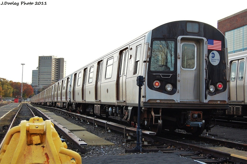 (326k, 1024x680)<br><b>Country:</b> United States<br><b>City:</b> New York<br><b>System:</b> New York City Transit<br><b>Location:</b> Jamaica Yard/Shops<br><b>Car:</b> R-160B (Option 1) (Kawasaki, 2008-2009)  9212 <br><b>Photo by:</b> John Dooley<br><b>Date:</b> 11/19/2011<br><b>Viewed (this week/total):</b> 4 / 284