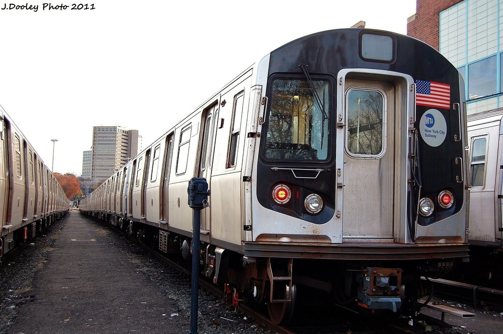(332k, 1024x680)<br><b>Country:</b> United States<br><b>City:</b> New York<br><b>System:</b> New York City Transit<br><b>Location:</b> Jamaica Yard/Shops<br><b>Car:</b> R-160B (Option 2) (Kawasaki, 2009)  9812 <br><b>Photo by:</b> John Dooley<br><b>Date:</b> 11/19/2011<br><b>Viewed (this week/total):</b> 0 / 144