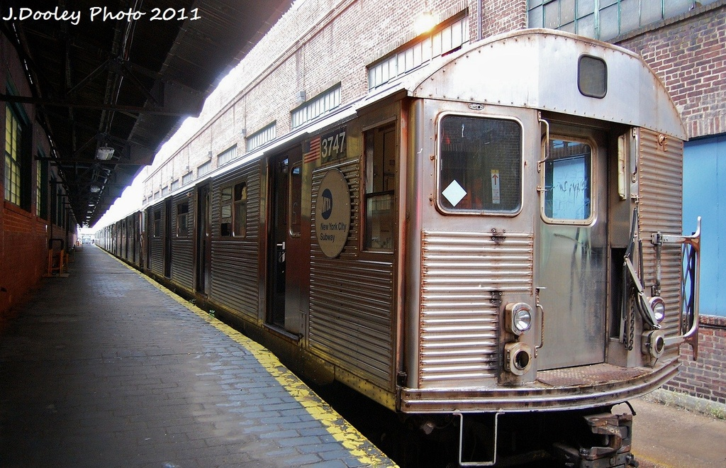 (378k, 1024x660)<br><b>Country:</b> United States<br><b>City:</b> New York<br><b>System:</b> New York City Transit<br><b>Location:</b> 207th Street Yard<br><b>Car:</b> R-32 (Budd, 1964)  3747 <br><b>Photo by:</b> John Dooley<br><b>Date:</b> 11/29/2011<br><b>Viewed (this week/total):</b> 0 / 263