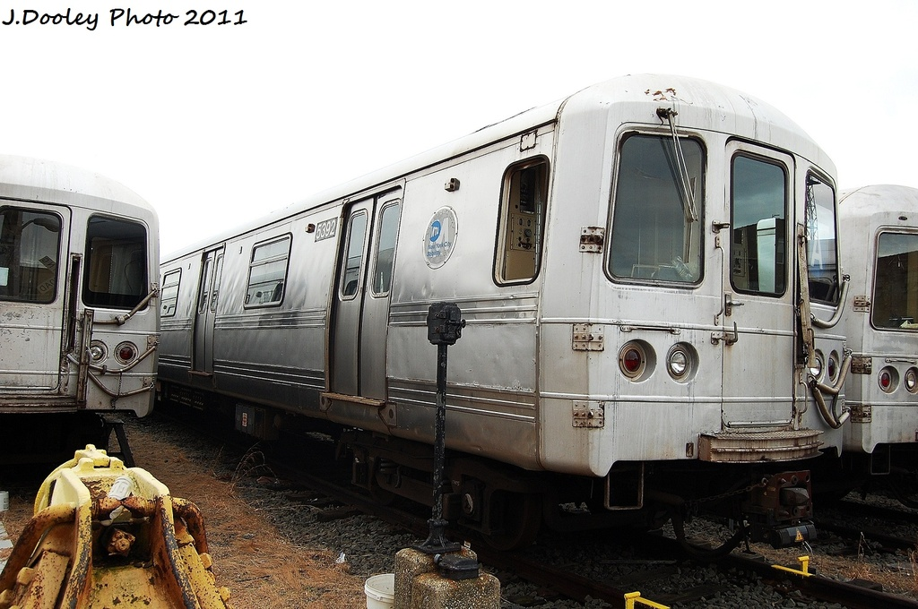 (309k, 1024x680)<br><b>Country:</b> United States<br><b>City:</b> New York<br><b>System:</b> New York City Transit<br><b>Location:</b> 207th Street Yard<br><b>Car:</b> R-44 (St. Louis, 1971-73) 5392 <br><b>Photo by:</b> John Dooley<br><b>Date:</b> 11/29/2011<br><b>Viewed (this week/total):</b> 2 / 233