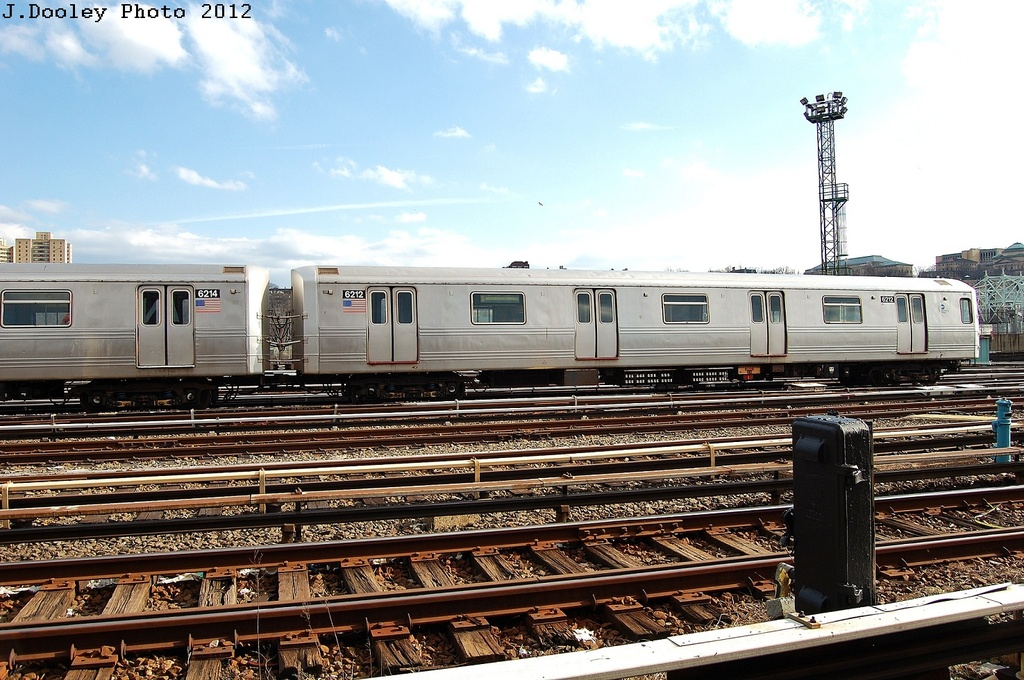 (356k, 1024x680)<br><b>Country:</b> United States<br><b>City:</b> New York<br><b>System:</b> New York City Transit<br><b>Location:</b> 207th Street Yard<br><b>Car:</b> R-46 (Pullman-Standard, 1974-75) 6212 <br><b>Photo by:</b> John Dooley<br><b>Date:</b> 2/1/2012<br><b>Viewed (this week/total):</b> 1 / 125