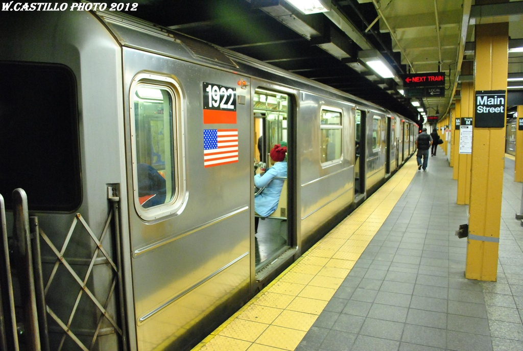 (290k, 1024x687)<br><b>Country:</b> United States<br><b>City:</b> New York<br><b>System:</b> New York City Transit<br><b>Line:</b> IRT Flushing Line<br><b>Location:</b> Main Street/Flushing <br><b>Route:</b> 7<br><b>Car:</b> R-62A (Bombardier, 1984-1987)  1922 <br><b>Photo by:</b> Wilfredo Castillo<br><b>Date:</b> 4/18/2012<br><b>Viewed (this week/total):</b> 2 / 933