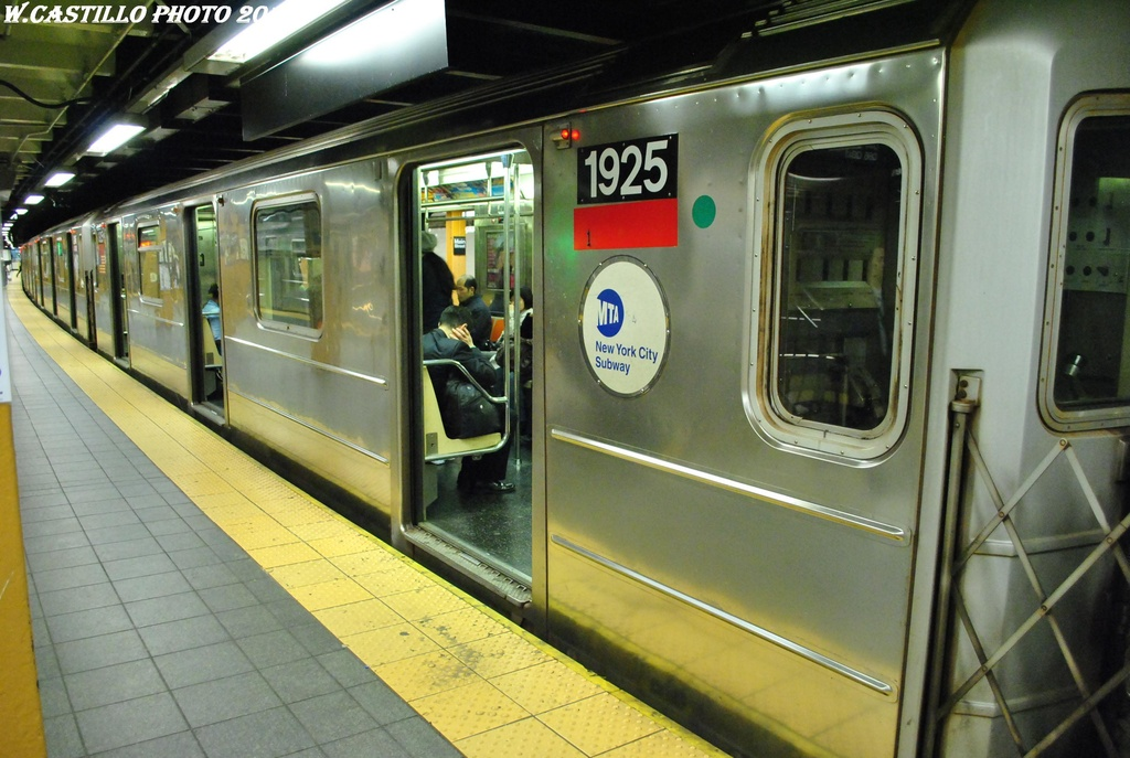 (299k, 1024x687)<br><b>Country:</b> United States<br><b>City:</b> New York<br><b>System:</b> New York City Transit<br><b>Line:</b> IRT Flushing Line<br><b>Location:</b> Main Street/Flushing <br><b>Route:</b> 7<br><b>Car:</b> R-62A (Bombardier, 1984-1987)  1925 <br><b>Photo by:</b> Wilfredo Castillo<br><b>Date:</b> 4/18/2012<br><b>Viewed (this week/total):</b> 0 / 388