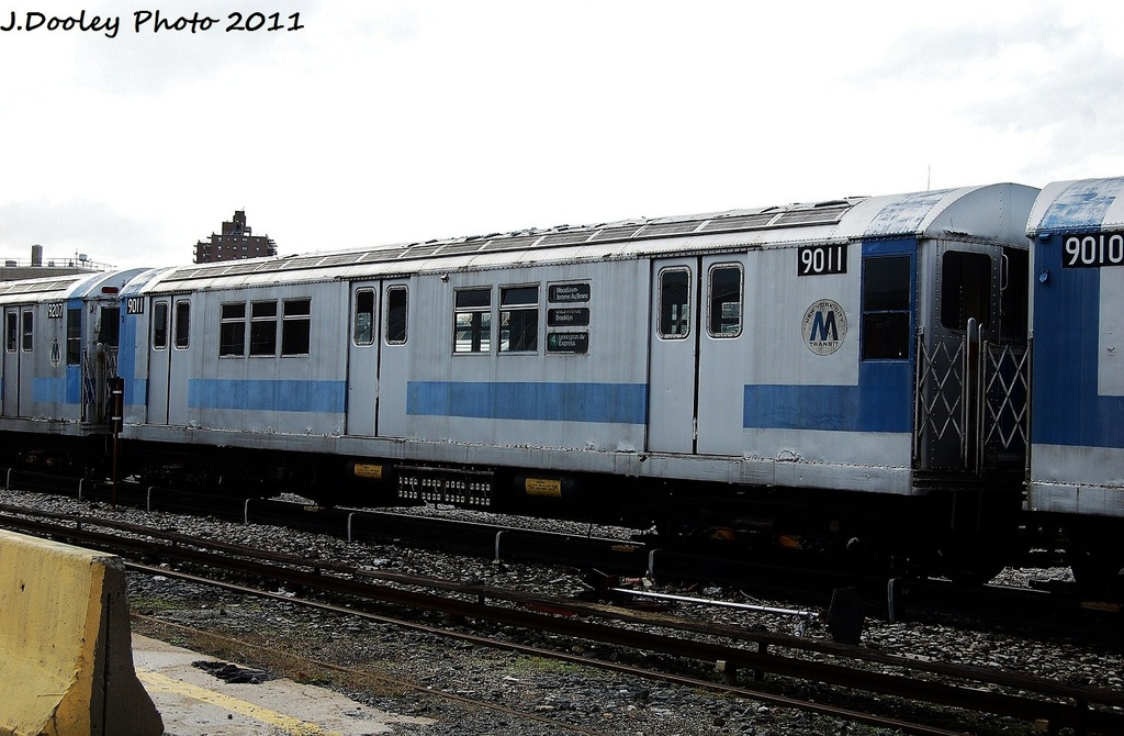 (305k, 1024x670)<br><b>Country:</b> United States<br><b>City:</b> New York<br><b>System:</b> New York City Transit<br><b>Location:</b> 207th Street Yard<br><b>Car:</b> R-33 Main Line (St. Louis, 1962-63) 9011 <br><b>Photo by:</b> John Dooley<br><b>Date:</b> 11/29/2011<br><b>Viewed (this week/total):</b> 0 / 252