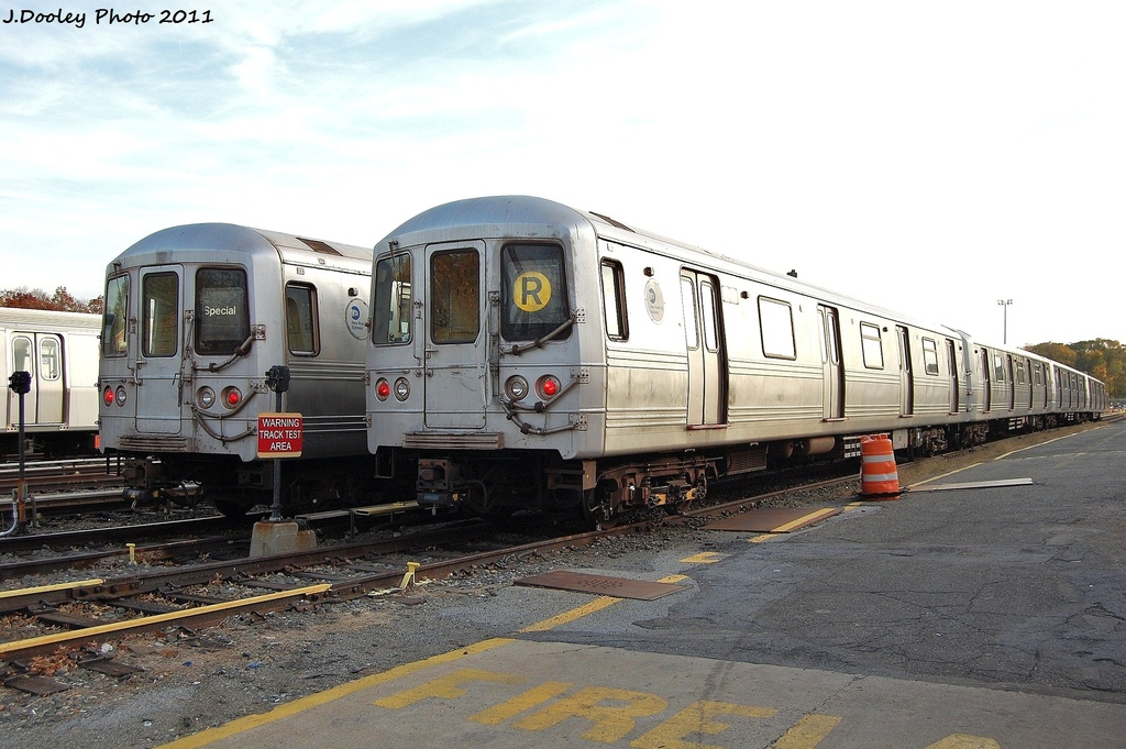 (308k, 1024x681)<br><b>Country:</b> United States<br><b>City:</b> New York<br><b>System:</b> New York City Transit<br><b>Location:</b> Jamaica Yard/Shops<br><b>Car:</b> R-46 (Pullman-Standard, 1974-75) 5700/5510 <br><b>Photo by:</b> John Dooley<br><b>Date:</b> 11/19/2011<br><b>Viewed (this week/total):</b> 0 / 189