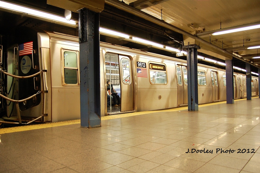 (344k, 1024x680)<br><b>Country:</b> United States<br><b>City:</b> New York<br><b>System:</b> New York City Transit<br><b>Line:</b> IND 8th Avenue Line<br><b>Location:</b> Chambers Street/World Trade Center <br><b>Route:</b> E<br><b>Car:</b> R-160A (Option 2) (Alstom, 2009, 5-car sets)  9613 <br><b>Photo by:</b> John Dooley<br><b>Date:</b> 1/5/2012<br><b>Viewed (this week/total):</b> 1 / 784