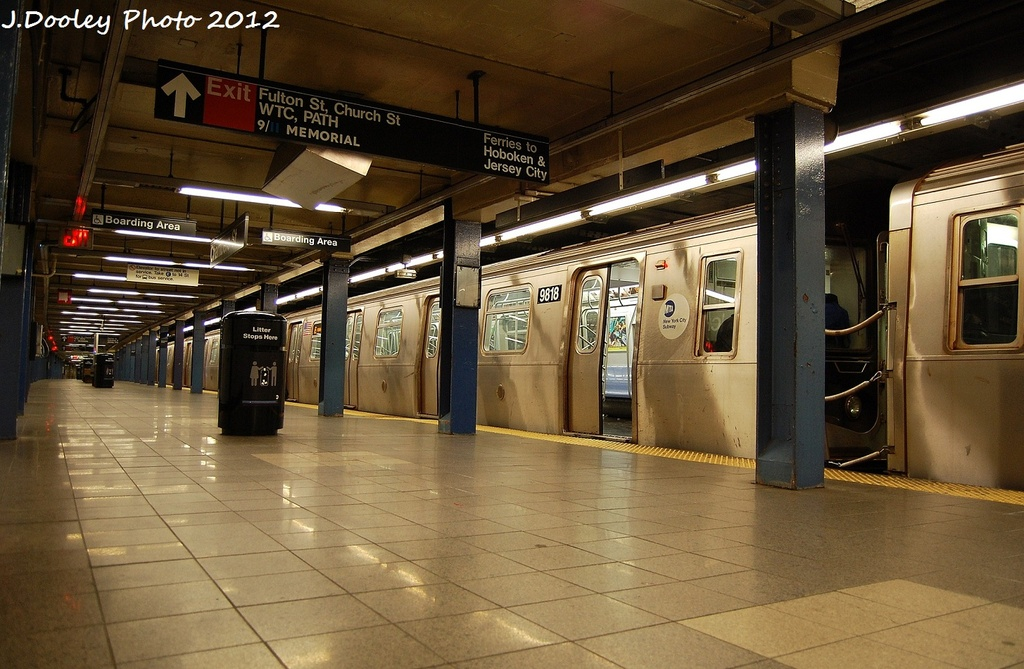 (329k, 1024x669)<br><b>Country:</b> United States<br><b>City:</b> New York<br><b>System:</b> New York City Transit<br><b>Line:</b> IND 8th Avenue Line<br><b>Location:</b> Chambers Street/World Trade Center <br><b>Route:</b> E<br><b>Car:</b> R-160B (Option 2) (Kawasaki, 2009)  9818 <br><b>Photo by:</b> John Dooley<br><b>Date:</b> 1/5/2012<br><b>Viewed (this week/total):</b> 3 / 502
