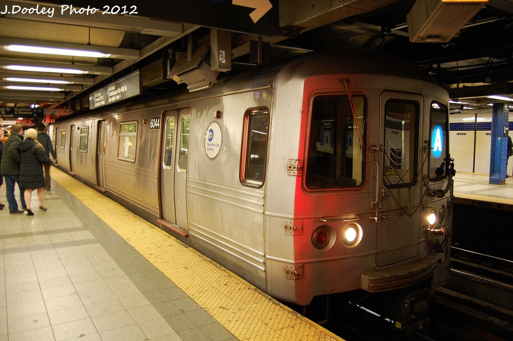(320k, 1024x680)<br><b>Country:</b> United States<br><b>City:</b> New York<br><b>System:</b> New York City Transit<br><b>Line:</b> IND 8th Avenue Line<br><b>Location:</b> Canal Street-Holland Tunnel <br><b>Route:</b> A<br><b>Car:</b> R-46 (Pullman-Standard, 1974-75) 6044 <br><b>Photo by:</b> John Dooley<br><b>Date:</b> 1/5/2012<br><b>Viewed (this week/total):</b> 4 / 399