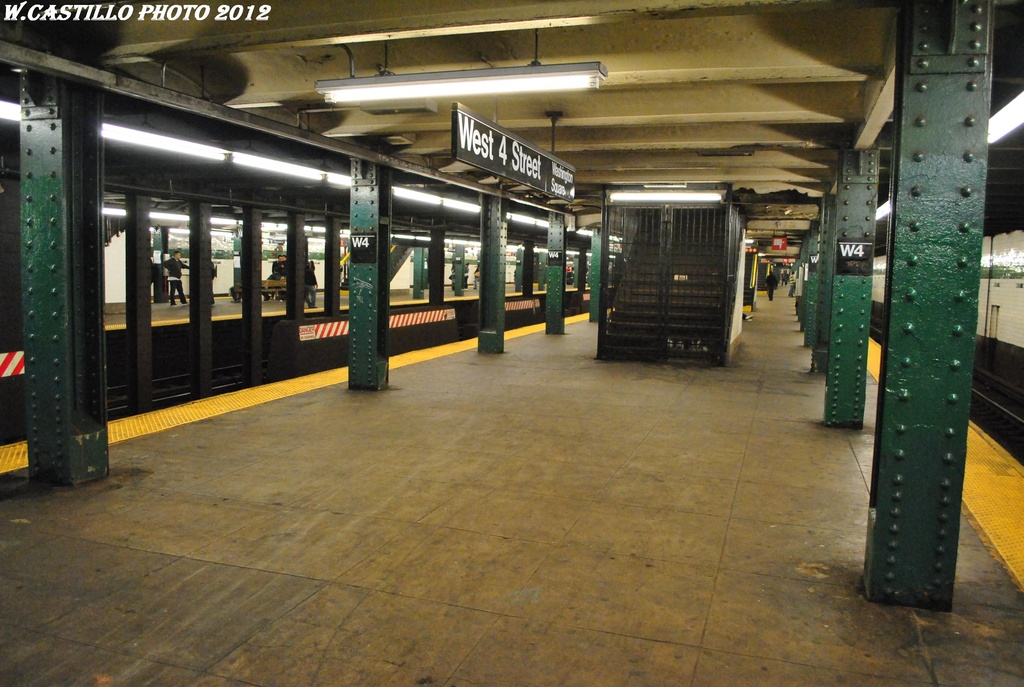 (307k, 1024x687)<br><b>Country:</b> United States<br><b>City:</b> New York<br><b>System:</b> New York City Transit<br><b>Line:</b> IND 6th Avenue Line<br><b>Location:</b> West 4th Street/Washington Square <br><b>Photo by:</b> Wilfredo Castillo<br><b>Date:</b> 4/21/2012<br><b>Viewed (this week/total):</b> 4 / 751