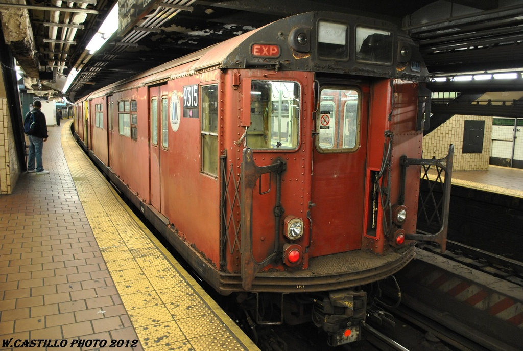 (333k, 1024x687)<br><b>Country:</b> United States<br><b>City:</b> New York<br><b>System:</b> New York City Transit<br><b>Line:</b> IND 8th Avenue Line<br><b>Location:</b> 125th Street <br><b>Route:</b> Work Service<br><b>Car:</b> R-33 World's Fair (St. Louis, 1963-64) 9315 <br><b>Photo by:</b> Wilfredo Castillo<br><b>Date:</b> 4/25/2012<br><b>Viewed (this week/total):</b> 8 / 531