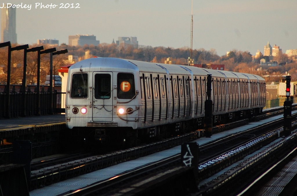 (294k, 1024x675)<br><b>Country:</b> United States<br><b>City:</b> New York<br><b>System:</b> New York City Transit<br><b>Line:</b> BMT Culver Line<br><b>Location:</b> Avenue P <br><b>Route:</b> F<br><b>Car:</b> R-46 (Pullman-Standard, 1974-75)  <br><b>Photo by:</b> John Dooley<br><b>Date:</b> 1/20/2012<br><b>Viewed (this week/total):</b> 3 / 676