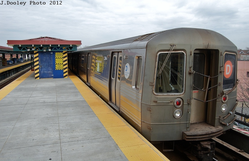 (306k, 1024x663)<br><b>Country:</b> United States<br><b>City:</b> New York<br><b>System:</b> New York City Transit<br><b>Line:</b> BMT West End Line<br><b>Location:</b> 62nd Street <br><b>Route:</b> D<br><b>Car:</b> R-68 (Westinghouse-Amrail, 1986-1988)  2864 <br><b>Photo by:</b> John Dooley<br><b>Date:</b> 3/13/2012<br><b>Viewed (this week/total):</b> 0 / 233