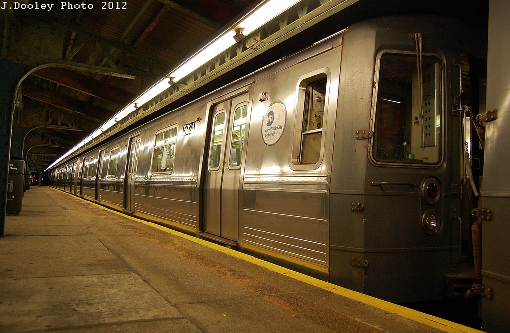 (332k, 1024x669)<br><b>Country:</b> United States<br><b>City:</b> New York<br><b>System:</b> New York City Transit<br><b>Line:</b> BMT Culver Line<br><b>Location:</b> 18th Avenue <br><b>Route:</b> G<br><b>Car:</b> R-68A (Kawasaki, 1988-1989)  5024 <br><b>Photo by:</b> John Dooley<br><b>Date:</b> 2/23/2012<br><b>Viewed (this week/total):</b> 2 / 354