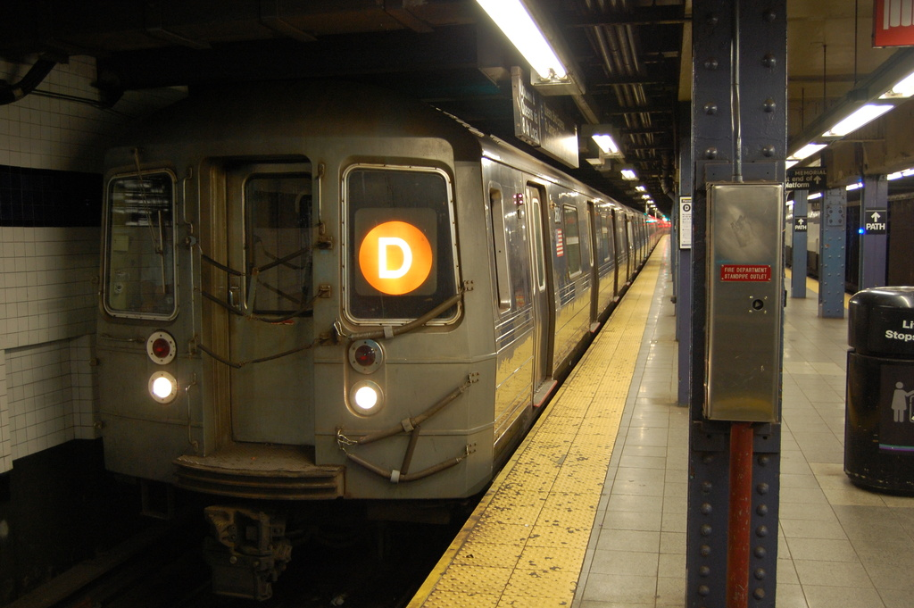 (314k, 1024x681)<br><b>Country:</b> United States<br><b>City:</b> New York<br><b>System:</b> New York City Transit<br><b>Line:</b> IND 8th Avenue Line<br><b>Location:</b> Chambers Street/World Trade Center <br><b>Route:</b> D reroute<br><b>Car:</b> R-68 (Westinghouse-Amrail, 1986-1988)  2680 <br><b>Photo by:</b> John Dooley<br><b>Date:</b> 3/28/2012<br><b>Viewed (this week/total):</b> 4 / 319