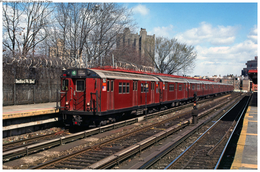 (513k, 1044x692)<br><b>Country:</b> United States<br><b>City:</b> New York<br><b>System:</b> New York City Transit<br><b>Line:</b> IRT Woodlawn Line<br><b>Location:</b> Bedford Park Boulevard <br><b>Route:</b> 4<br><b>Car:</b> R-33 Main Line (St. Louis, 1962-63) 9247 <br><b>Photo by:</b> Chao-Hwa Chen<br><b>Date:</b> 3/22/2002<br><b>Viewed (this week/total):</b> 0 / 1121