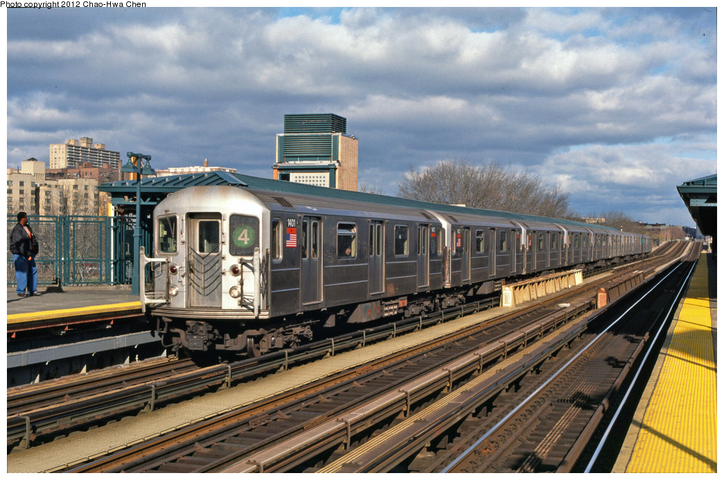 (420k, 1044x693)<br><b>Country:</b> United States<br><b>City:</b> New York<br><b>System:</b> New York City Transit<br><b>Line:</b> IRT Woodlawn Line<br><b>Location:</b> 161st Street/River Avenue (Yankee Stadium) <br><b>Route:</b> 4<br><b>Car:</b> R-62 (Kawasaki, 1983-1985)  1401 <br><b>Photo by:</b> Chao-Hwa Chen<br><b>Date:</b> 12/21/2001<br><b>Viewed (this week/total):</b> 7 / 376