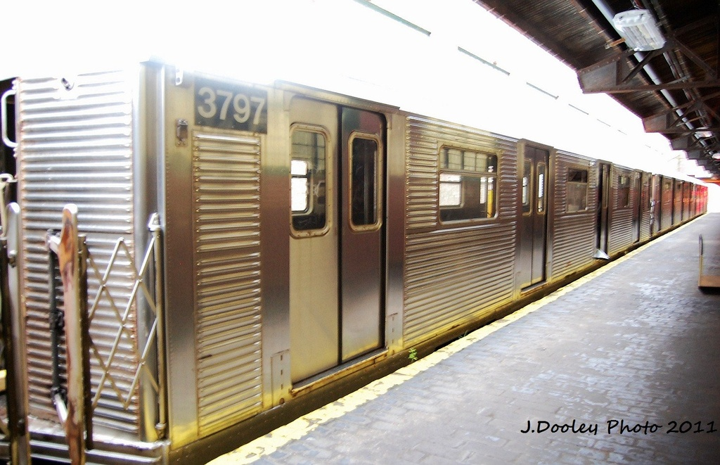 (309k, 1024x661)<br><b>Country:</b> United States<br><b>City:</b> New York<br><b>System:</b> New York City Transit<br><b>Location:</b> 207th Street Yard<br><b>Car:</b> R-32 (Budd, 1964)  3797 <br><b>Photo by:</b> John Dooley<br><b>Date:</b> 11/29/2011<br><b>Viewed (this week/total):</b> 2 / 157