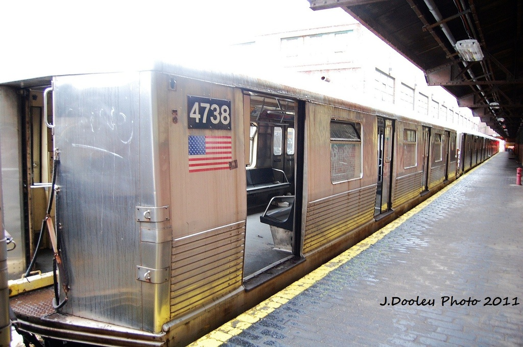 (329k, 1024x680)<br><b>Country:</b> United States<br><b>City:</b> New York<br><b>System:</b> New York City Transit<br><b>Location:</b> 207th Street Yard<br><b>Car:</b> R-42 (St. Louis, 1969-1970)  4738 <br><b>Photo by:</b> John Dooley<br><b>Date:</b> 11/29/2011<br><b>Viewed (this week/total):</b> 1 / 405