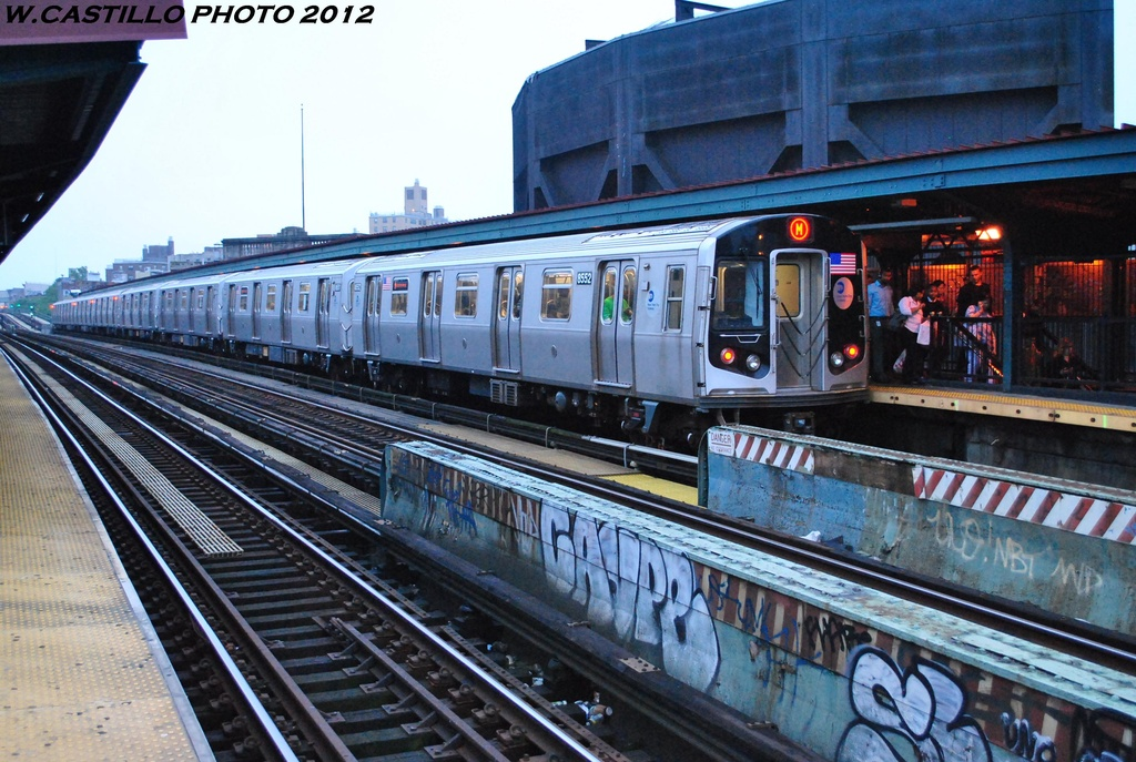 (348k, 1024x687)<br><b>Country:</b> United States<br><b>City:</b> New York<br><b>System:</b> New York City Transit<br><b>Line:</b> BMT Nassau Street/Jamaica Line<br><b>Location:</b> Flushing Avenue <br><b>Route:</b> M<br><b>Car:</b> R-160A-1 (Alstom, 2005-2008, 4 car sets)  8552 <br><b>Photo by:</b> Wilfredo Castillo<br><b>Date:</b> 5/15/2012<br><b>Viewed (this week/total):</b> 4 / 383