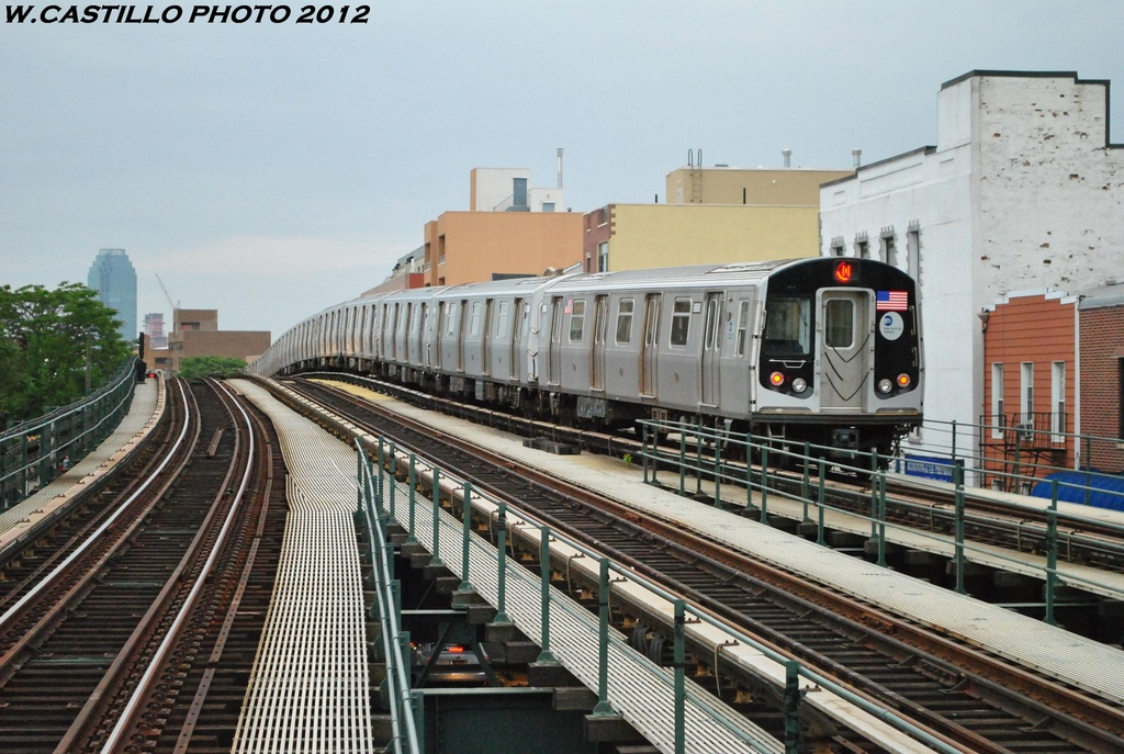 (326k, 1024x687)<br><b>Country:</b> United States<br><b>City:</b> New York<br><b>System:</b> New York City Transit<br><b>Line:</b> BMT Astoria Line<br><b>Location:</b> Astoria Boulevard/Hoyt Avenue <br><b>Route:</b> N<br><b>Car:</b> R-160B (Kawasaki, 2005-2008)  8888 <br><b>Photo by:</b> Wilfredo Castillo<br><b>Date:</b> 5/14/2012<br><b>Viewed (this week/total):</b> 3 / 265