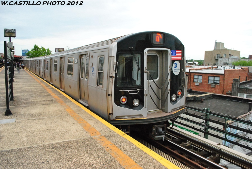 (320k, 1024x687)<br><b>Country:</b> United States<br><b>City:</b> New York<br><b>System:</b> New York City Transit<br><b>Line:</b> BMT Astoria Line<br><b>Location:</b> Astoria Boulevard/Hoyt Avenue <br><b>Route:</b> Q<br><b>Car:</b> R-160A-2 (Alstom, 2005-2008, 5 car sets)  8698 <br><b>Photo by:</b> Wilfredo Castillo<br><b>Date:</b> 5/14/2012<br><b>Viewed (this week/total):</b> 0 / 905
