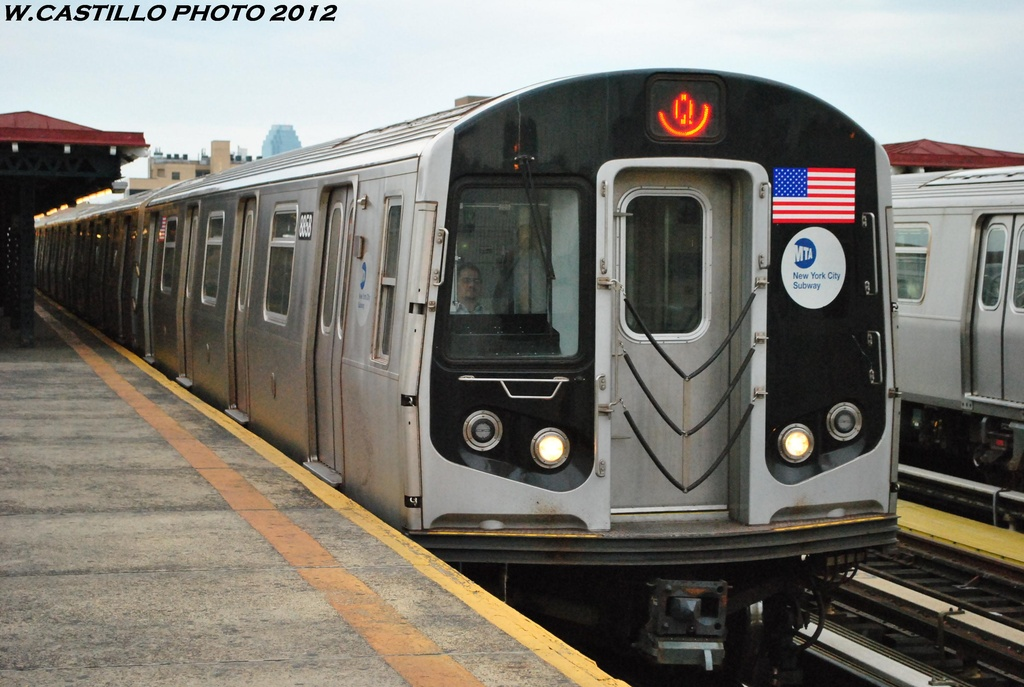 (287k, 1024x687)<br><b>Country:</b> United States<br><b>City:</b> New York<br><b>System:</b> New York City Transit<br><b>Line:</b> BMT Astoria Line<br><b>Location:</b> 30th/Grand Aves. <br><b>Route:</b> Q<br><b>Car:</b> R-160B (Kawasaki, 2005-2008)  8858 <br><b>Photo by:</b> Wilfredo Castillo<br><b>Date:</b> 5/14/2012<br><b>Viewed (this week/total):</b> 0 / 569