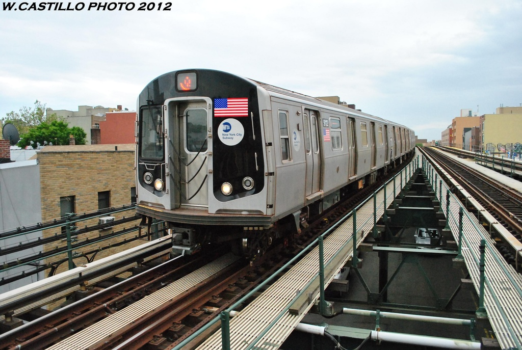 (320k, 1024x687)<br><b>Country:</b> United States<br><b>City:</b> New York<br><b>System:</b> New York City Transit<br><b>Line:</b> BMT Astoria Line<br><b>Location:</b> Astoria Boulevard/Hoyt Avenue <br><b>Route:</b> Q<br><b>Car:</b> R-160B (Option 1) (Kawasaki, 2008-2009)  9112 <br><b>Photo by:</b> Wilfredo Castillo<br><b>Date:</b> 5/14/2012<br><b>Viewed (this week/total):</b> 0 / 566