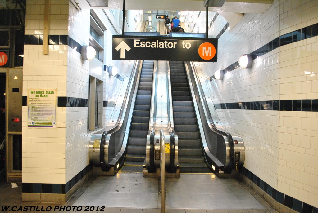 (293k, 1024x687)<br><b>Country:</b> United States<br><b>City:</b> New York<br><b>System:</b> New York City Transit<br><b>Line:</b> BMT Myrtle Avenue Line<br><b>Location:</b> Myrtle/Wyckoff Headhouse/Transfer<br><b>Photo by:</b> Wilfredo Castillo<br><b>Date:</b> 5/16/2012<br><b>Viewed (this week/total):</b> 0 / 314