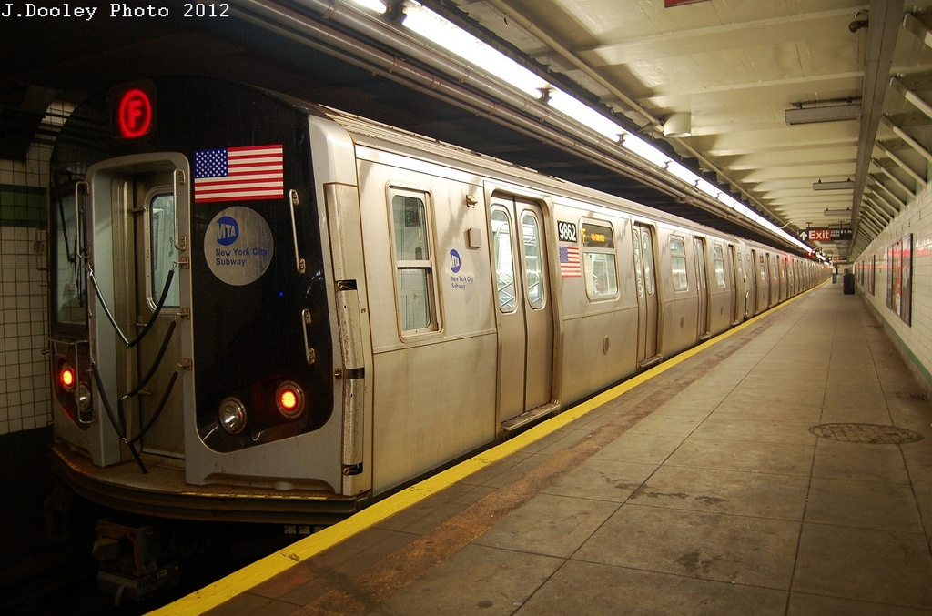 (315k, 1024x677)<br><b>Country:</b> United States<br><b>City:</b> New York<br><b>System:</b> New York City Transit<br><b>Line:</b> IND 6th Avenue Line<br><b>Location:</b> 23rd Street <br><b>Route:</b> F<br><b>Car:</b> R-160B (Option 2) (Kawasaki, 2009)  9862 <br><b>Photo by:</b> John Dooley<br><b>Date:</b> 3/16/2012<br><b>Viewed (this week/total):</b> 0 / 305