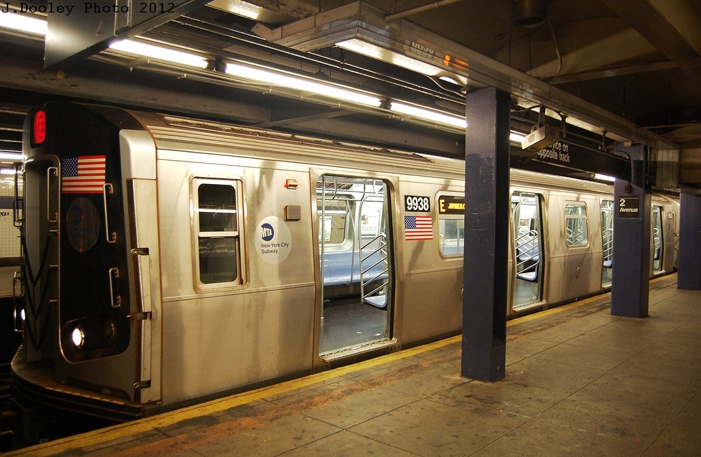(333k, 1024x668)<br><b>Country:</b> United States<br><b>City:</b> New York<br><b>System:</b> New York City Transit<br><b>Line:</b> IND 6th Avenue Line<br><b>Location:</b> 2nd Avenue <br><b>Route:</b> E reroute<br><b>Car:</b> R-160B (Option 2) (Kawasaki, 2009)  9938 <br><b>Photo by:</b> John Dooley<br><b>Date:</b> 3/14/2012<br><b>Viewed (this week/total):</b> 1 / 381