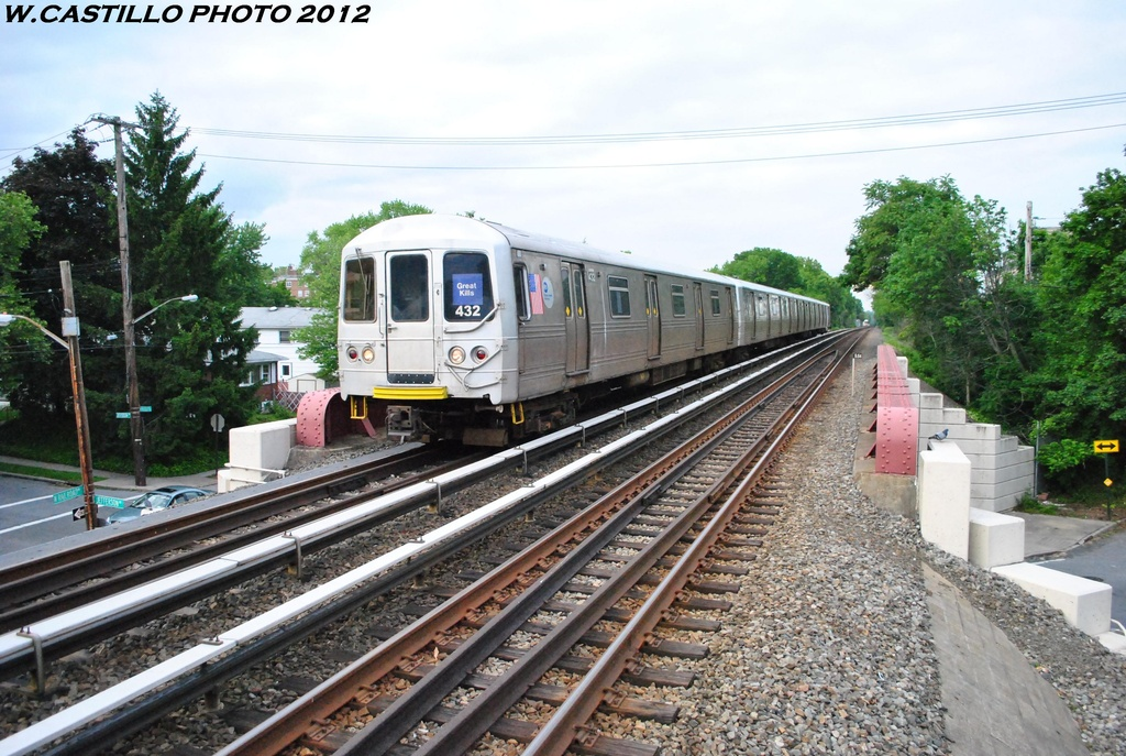(355k, 1024x687)<br><b>Country:</b> United States<br><b>City:</b> New York<br><b>System:</b> New York City Transit<br><b>Line:</b> SIRT<br><b>Location:</b> Jefferson Avenue <br><b>Car:</b> R-44 SIRT (St. Louis, 1971-1973) 432 <br><b>Photo by:</b> Wilfredo Castillo<br><b>Date:</b> 5/22/2012<br><b>Viewed (this week/total):</b> 0 / 356