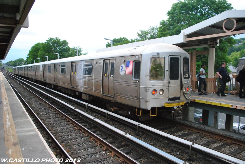 (321k, 1024x687)<br><b>Country:</b> United States<br><b>City:</b> New York<br><b>System:</b> New York City Transit<br><b>Line:</b> SIRT<br><b>Location:</b> Jefferson Avenue <br><b>Car:</b> R-44 SIRT (St. Louis, 1971-1973) 488 <br><b>Photo by:</b> Wilfredo Castillo<br><b>Date:</b> 5/22/2012<br><b>Viewed (this week/total):</b> 19 / 517