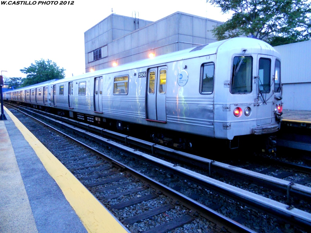(312k, 1024x768)<br><b>Country:</b> United States<br><b>City:</b> New York<br><b>System:</b> New York City Transit<br><b>Line:</b> IND Rockaway<br><b>Location:</b> Broad Channel <br><b>Route:</b> A<br><b>Car:</b> R-46 (Pullman-Standard, 1974-75) 5956 <br><b>Photo by:</b> Wilfredo Castillo<br><b>Date:</b> 5/25/2012<br><b>Viewed (this week/total):</b> 2 / 200
